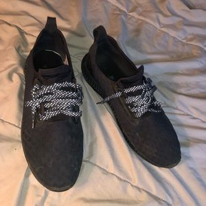 Reflective Lace Under Amour Sneakers Size 11